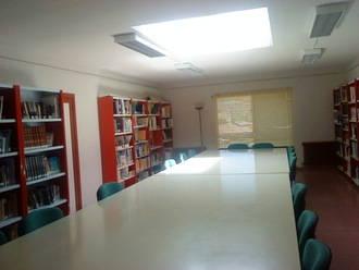 La Biblioteca de Jadraque celebra el Día del Libro con tertulia literaria y teatro