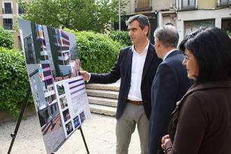Román reformará la Plaza del Concejo y recuperará el edificio Cívico