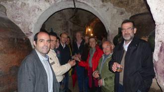 Ana Guarinos anima a mantener la tradición vitivinícola con iniciativas como el Concurso del Vino o la Ruta de las Bodegas de Horche