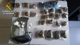 Detienen en Cifuentes a un joven con marihuana, setas alucinógenas, cocaína..., camino de Viñarock