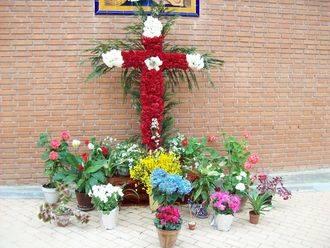 La Asociación de Vecinos Balconcillo y San Juan de Ávila mantienen la tradición de la Cruz de Mayo