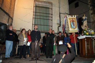 Los barrios de Pastrana viven con alegría en plena calle su fiesta de las Cruces de Mayo