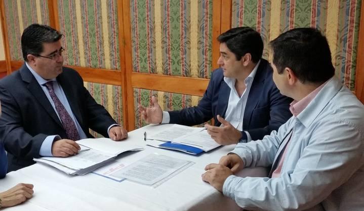 Javier Guzmán expone a Echániz los proyectos del PP en materia sanitaria para Yebes y Valdeluz