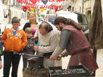 El mercado medieval de Tamajón reivindica los oficios artesanos
