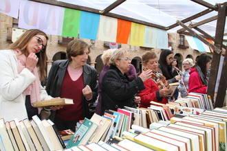 La I Feria del Libro Usado y el Concierto solidarios recaudan 1.500 euros que ya engrosan el fondo de la infancia de Sigüenza