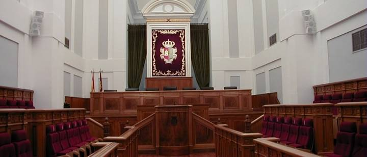 En Castilla-La Mancha, Cospedal se queda a un escaño de la mayoría y entra Podemos y C's