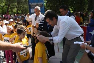 Antonio Román apoya la XII Carrera Infantil contra el Hambre de Manos Unidas en Guadalajara