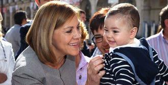 Cospedal anuncia que en la próxima legislatura se incrementará la cuantía destinada a las 'becas mamá'