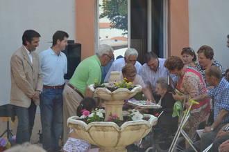 Condado traslada la felicitación de la Junta de Comunidades a los responsables de la residencia San Antonio, de Albares, en su décimo aniversario