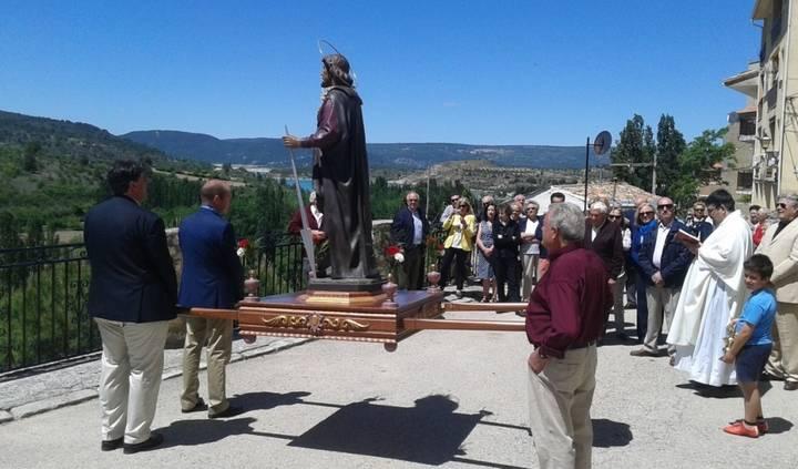 Pareja celebra la festividad de San Isidro Labrador y estrena su Plaza Mayor