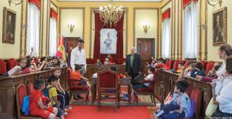 Alumnos del Colegio Cardenal González de Mendoza visitan el Ayuntamiento
