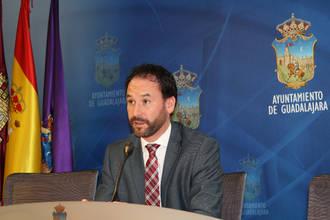 Luis García reprocha al PSOE que utilice el Ayuntamiento en un acto electoral