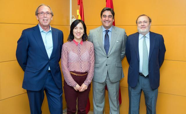 Echániz se reúne con los gerentes de La Paz, Ramón y Cajal y Puerta de Hierro para analizar el funcionamiento del convenio sanitario