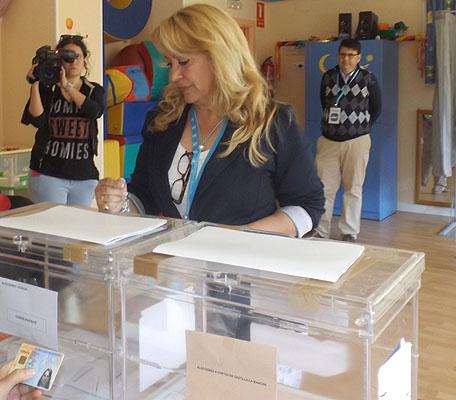 "Aure Hormaechea vota en Azuqueca y espera que ""la jornada transcurra sin incidencias"""