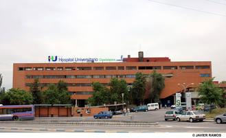 Trasladan a un joven al hospital de Guadalajara tras salirse de la vía un vehículo