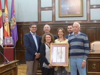 La presidenta de la Diputación felicita a la Asociación Reconquista y Amigos del Castillo, de Jadraque, por el V Premio Álvar Fáñez