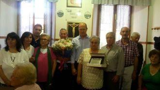 Josefa Alcón y Francisco Cano, homenajeados por sus vecinos con motivo de sus bodas de oro