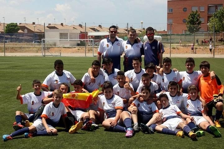 El Infantil de fútbol de Yunquera se alza con la liga consiguiendo así un doblete histórico para el Club