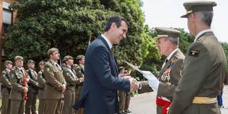 """Antonio Román recibe el título de """"Ingeniero de honor y piloto de aerostatos honorífico"""
