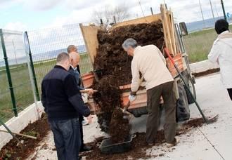 Los vecinos de Quer podrán recoger el compost formado con los desechos de poda en las primeras semanas de junio