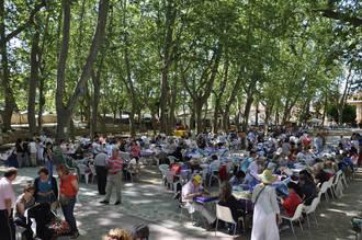 """Unas 240 mujeres acuden al XIV Encuentro de Encajeras """"Villa de Brihuega"""""""