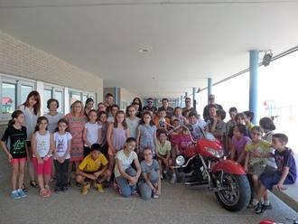 La Asociación Motoristas Contra el Abuso Infantil imparte una charla preventiva en el CEIP Villa de Quer
