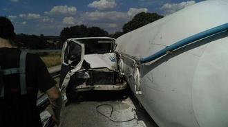 Un aparatoso accidente mantuvo cortada la N-320 a la altura de Valdeaveruelo