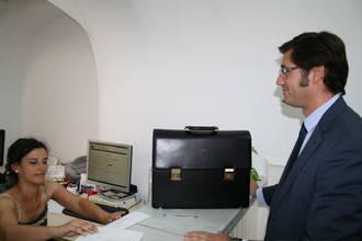 """Romaní califica de """"lamentable"""" tener que depositar las cuentas públicas ante notario y """"entregar la cartera en la ventanilla de la Consejería"""""""