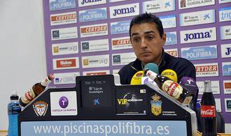 Carlos Pérez Salvachúa deja de ser el entrenador del Deportivo Guadalajara