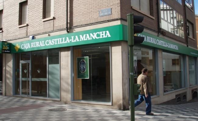 Caja Rural Castilla-La Mancha devuelve a una socia de Facua unas comisiones cobradas indebidamente