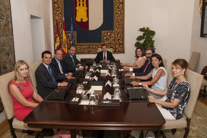 Page y sus consejeros en su primer Consejo de Gobierno.
