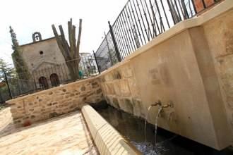 Algora recupera parte de su historia con la Fuente del Cristo