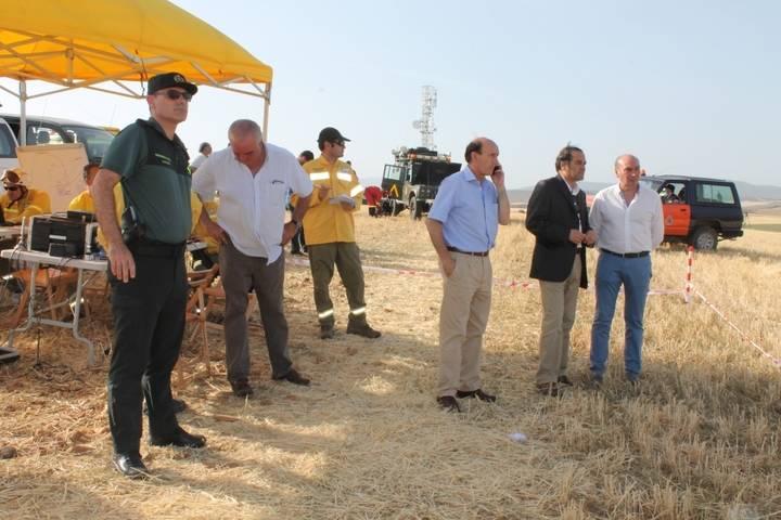 El delegado del Gobierno, junto al subdelegado, Juan Pablo Sánchez, y el presidente de Diputación, José Manuel Latre.