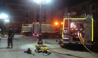 Un bombero sufre un golpe de calor mientras extinguía un incendio en una vivienda de Molina de Aragón