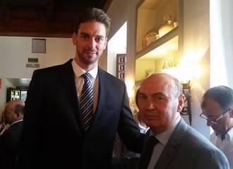 José Manuel Latre asiste a la entrega del galardón Camino Real a Pau Gasol en la UAH