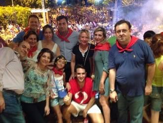 Los concejales del PP de Cabanillas comparten con sus vecinos la explosión de alegría en el inicio de las fiestas de verano