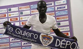 Deportivo Guadalajara: presentación de Diakité y marcha de Abraham el mismo día