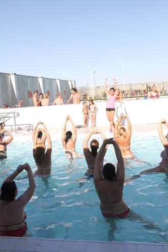 Aquagym y buceo dinamizan este verano la piscina municipal de Quer