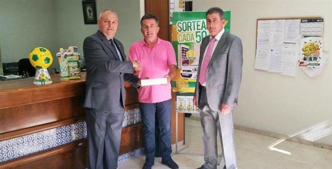 Sorpresa para un jadraqueño cliente de Caja Rural de Castilla-La Mancha