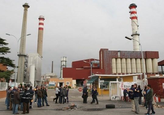 Los trabajadores de Isover en Azuqueca afrontan su quinta semana de paros