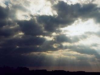 Las nubes se apoderan del cielo de Guadalajara durante este viernes
