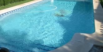 Tragedia en El Casar: Fallece un hombre de 88 años ahogado en una piscina