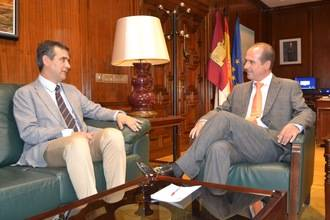 Cordialidad en la primera reunión entre el alcalde de Guadalajara y el nuevo delegado de la Junta