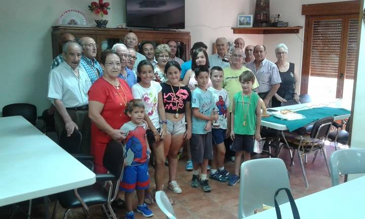 Los jubilados jadraqueños entregan los premios de los torneos estivales