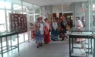 La exposición 'Alovera 1965. 50 años de toros' y la actuación del Coro Rociero inician las actividades de la XI Semana del Mayor