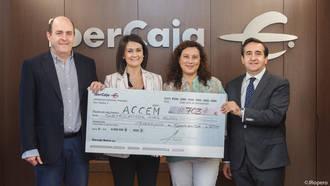 Los responsables de ACCEM Guadalajara recogen la recaudación del Festival de Jotas