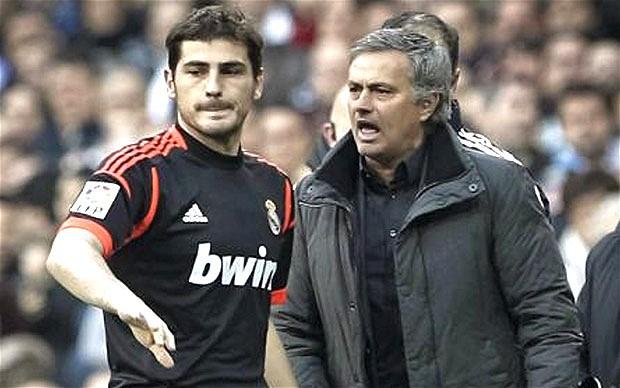 """Mourinho obsesionado con Casillas, """"es increíble el sueldo que tiene en el Oporto"""""""