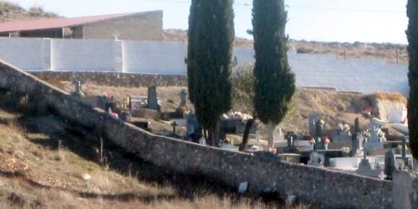 Fallece un trabajador en Driebes al caerle encima una lápida del cementerio