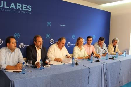 """Cospedal asegura que Page busca excusas """"para freír"""" a impuestos a los ciudadanos de Castilla-La Mancha"""