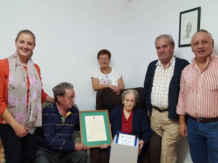 La centenaria Tomasa del Val recibe el homenaje del Ayuntamiento de Horche